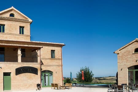 Country House  La Vita Nuova - Morro D'alba - Bed & Breakfast
