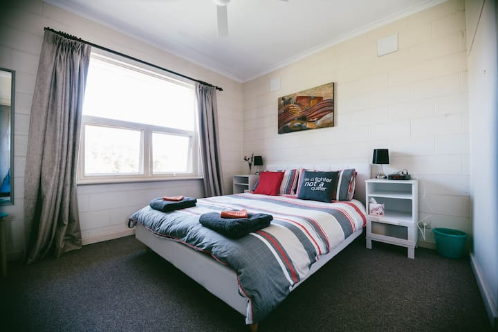 Secure 2 bedroom apartment in trendy Unley - Unley - Apartamento