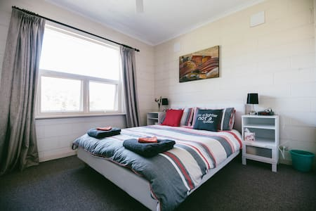 Secure apartment in trendy Unley - Unley - 아파트
