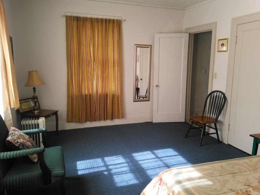 Spacous bedroom