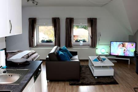Komfort & Luxus für bis zu 3 Pers. - Schleiden - Wohnung