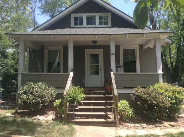 2 BR, 1 BA home in hip West Asheville - Asheville - House