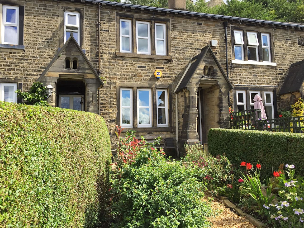 """Guest comments """"Lovely quaint cottage with amazing views"""" """"A wonderful comfy cottage, we loved it"""" """"A beautiful cottage with everything you need"""" """"Ideal for travellers who want to experience the nearby amenities without the noise from the town"""""""