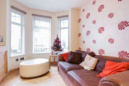 Double Room-Modern House +breakfast - Belfast - Huis