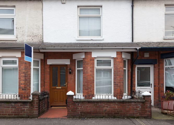 Renovated cosy property with double glazing and central heating