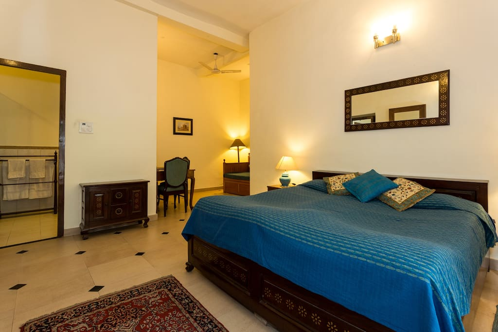 room which can sleep 4 adults in colonial bunglow bungalows for rent in new delhi delhi india. Black Bedroom Furniture Sets. Home Design Ideas