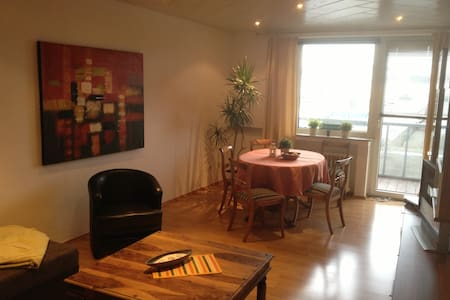 Gemütliche Wohnung mit Balkon - Duisburg - Apartment