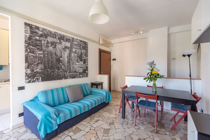 East End Flat - up to 4, close to Linate airport