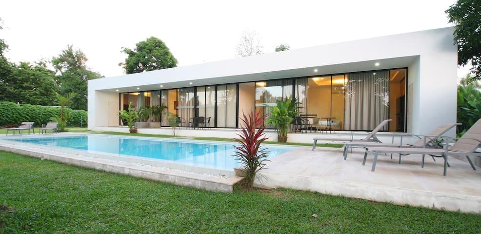 White Breeze Pool 1BD Apartment