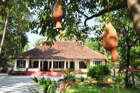 Riverside Heritage Bungalow, Cochin - Bed & Breakfast
