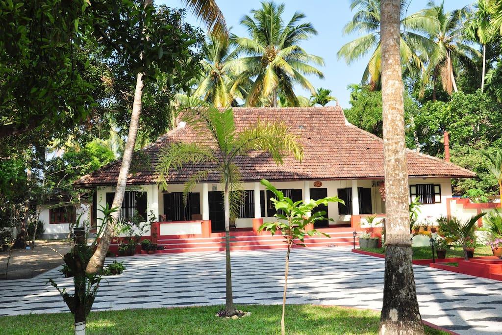 Riverside heritage bungalow kochi chambres d 39 h tes for Chambre kochi