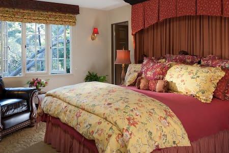 Ashford Suite - Monterey