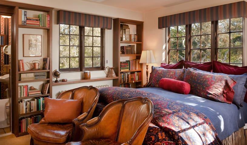 Library  - Monterey - Bed & Breakfast