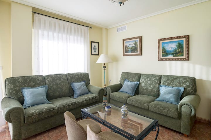 Spacious 3 bedrooms, 2 bathrooms, WIFI apartment