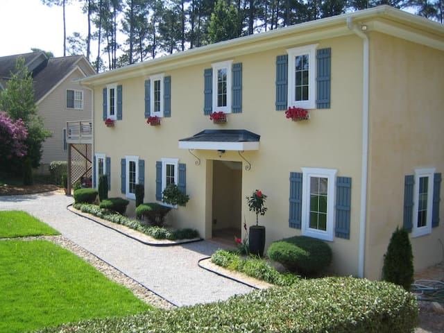 French Villa, Downtown Raleigh - Raleigh - Gjeste suite