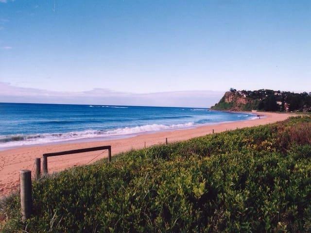 Modern Beachside Apartment (3 br)