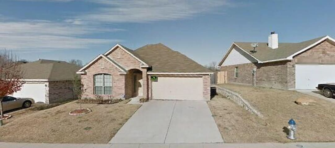 Central DFW Location! Local Park! - Dallas - House
