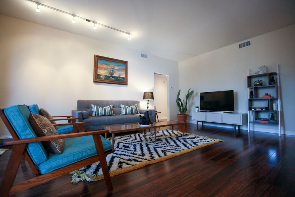 Charming 2 Bedroom Mid Century Style Apartment Apartments For Rent In Los Angeles California