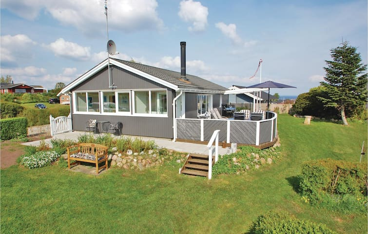 Holiday cottage with 2 bedrooms on 68m² in Hejls
