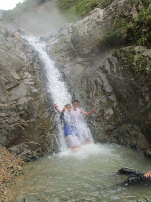 cascadas de agua termal