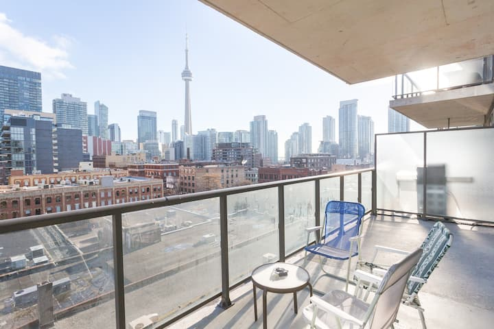Steps to TIFF-King West 5-STAR 1 Bed+Den Loft+pkg!