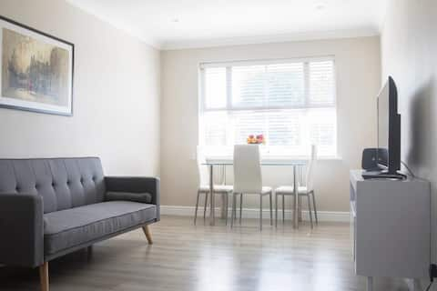 Bright n Airy Newly Refurb 1 Bed Flat in W London