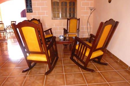 CASA COLONIAL & CORAZON DE LEON 1