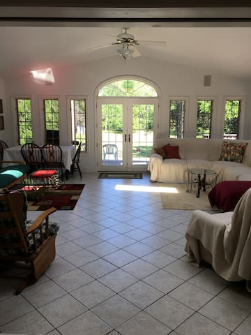 Quaint large cottage style home