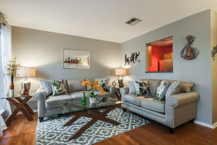 BEAUTIFUL NASHVILLE CONDO w/ VIEW