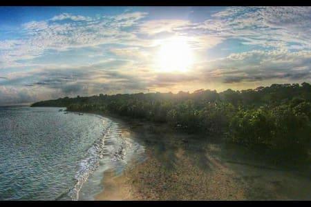 Peaceful Beachfront Cabinas John Brown ~ Relax! - Wohnung