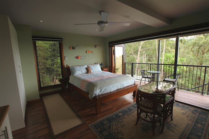 Private guest flat, views, & continental breakfast - Montville