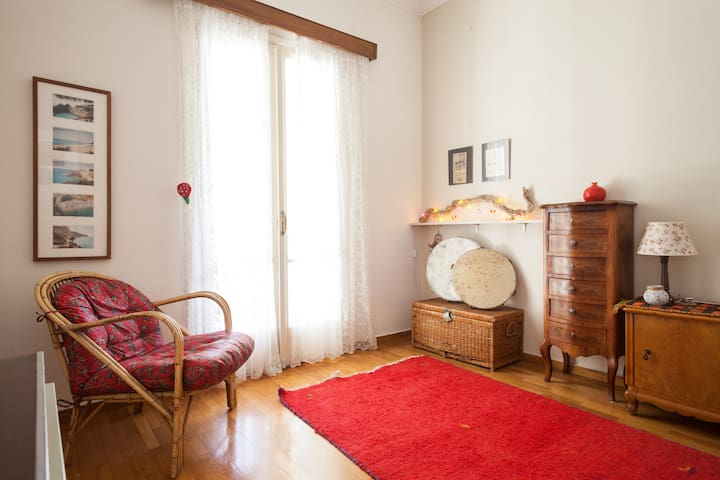 Cozy Room in a spacious house - Chalandri - Ev