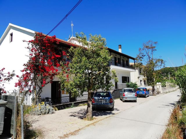Zambeta Apt for 2 or 3, Peaceful  - Arillas - Apartmen
