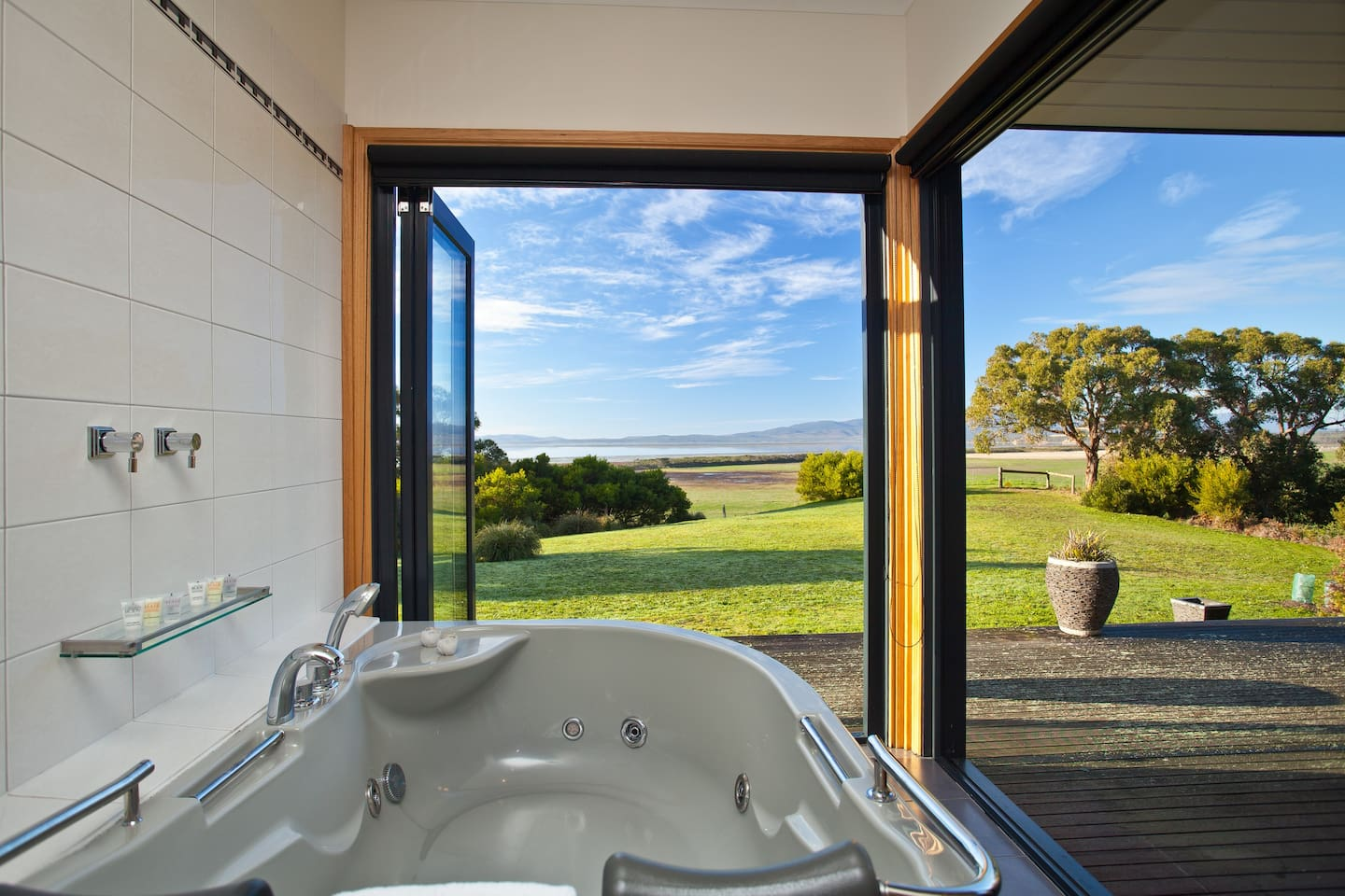 Relax in our large two person spa bath and soak in the spectacular views of Corner Inlet and the Mountains of Wilsons Promontory National Park