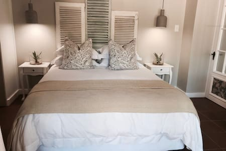 New Stylish Private Guest Room - Kapstadt - Bed & Breakfast