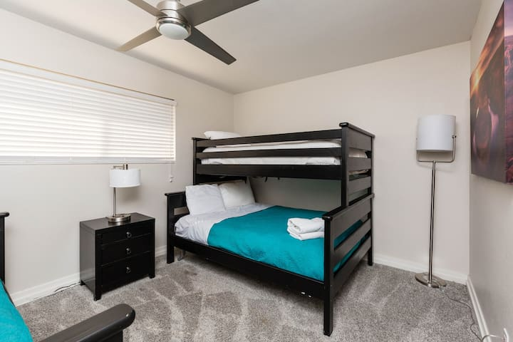 4th bedroom with 2 sets of bunk beds. 2 Full beds and 2 Twin beds