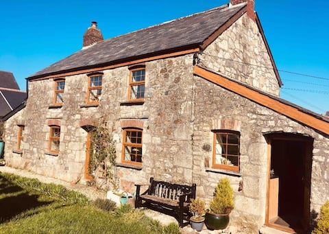 Homely Cottage. Sleeps 6. Beaches 20 mins away