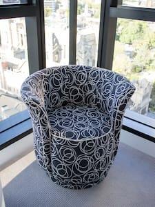 Paris End Luxury Apartment-Stylish above Sheraton