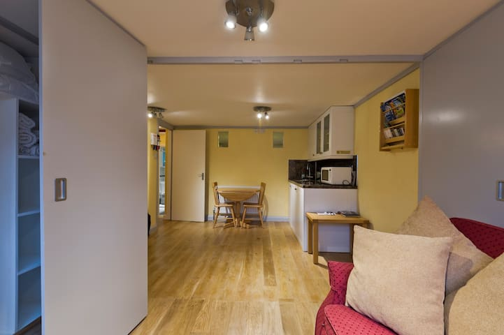 Byrne's Twickenham Accommodation (ground floor) - Twickenham