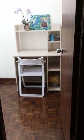 獨立房間, 近香港大學站, 共用浴窒, 清潔整齊