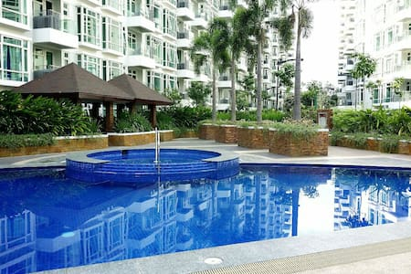 1BR Parkside Villas Flat/Resorts World- NO WIFI - Pasay