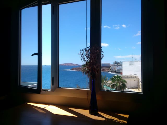 Room just by the ocean. Amazing views - Telde - Apartment