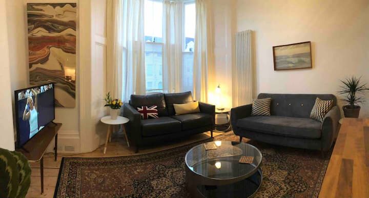 ♥️The Balmoral, Townhouse apartment & parking