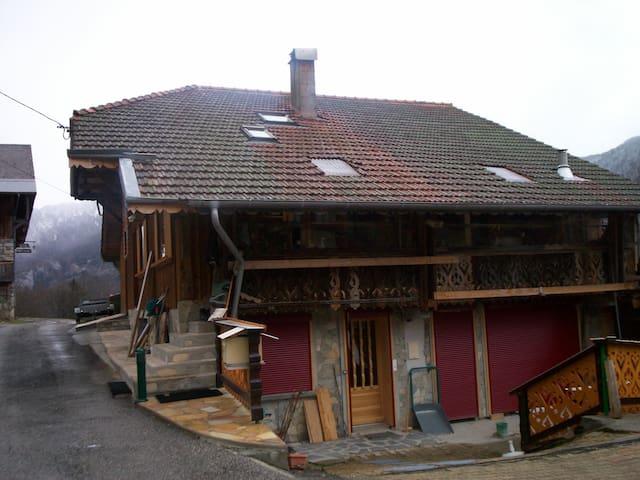 Dans un chalet à 25 kms de Thonon - Seytroux - House