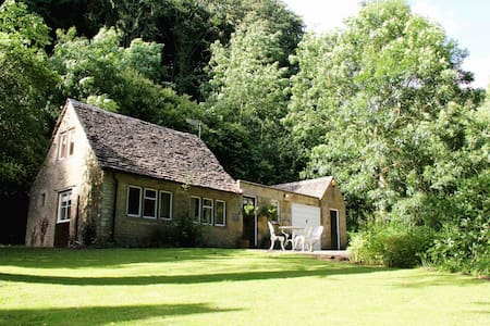 Peters Nest, woodland Cotswold home - Owlpen - Hus