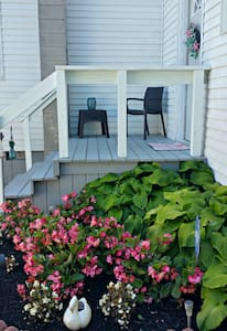 Swan Lake Cottage, 2b/1b Apartment, Lakeside, Ohio - Lakeside Marblehead