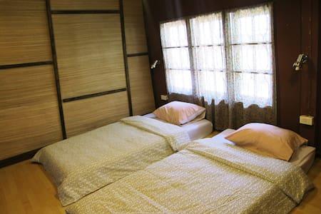 129/3 Backpacker Hostel-Triple Room