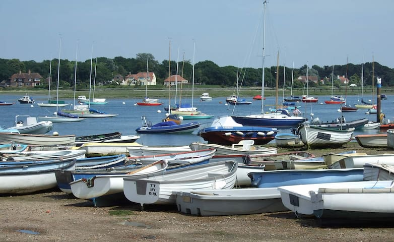 Annexe on Chichester harbour, Itchenor