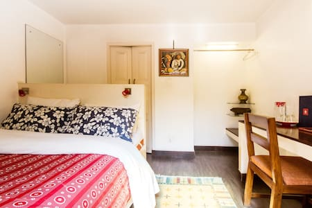 Mitra Room B - Bed & Breakfast