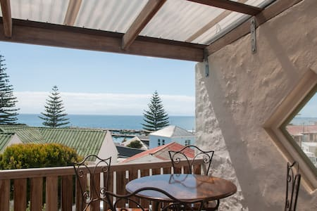 Kalk Bay with pool and sea view - Cape Town - Talo
